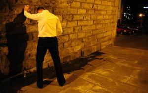 A man urinates in the street during a night out in Newcastle, northern England May 3, 2009. REUTERS/Nigel Roddis (BRITAIN SOCIETY)
